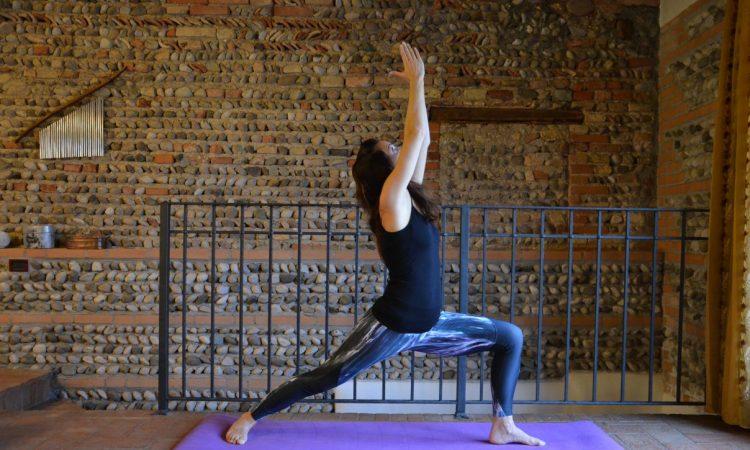 posizione del guerriero yoga