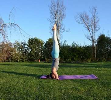 posizione sulla testa yoga