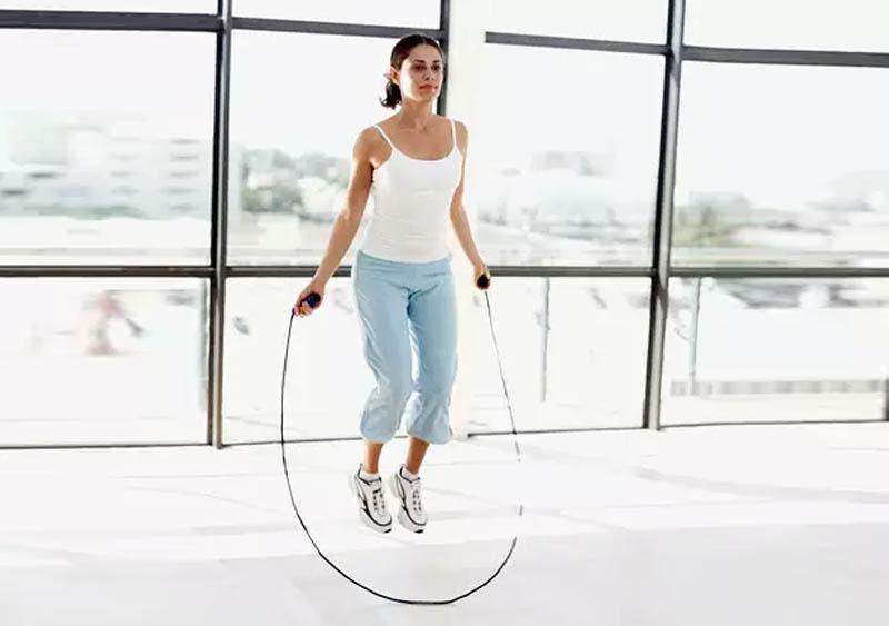 perdere peso saltando la corda